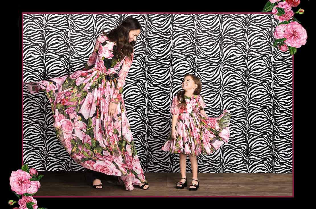 Abito classico con fantasia di rose stampate nuova collezione Mini Me by Dolce & Gabbana - Primavera Estate 2017