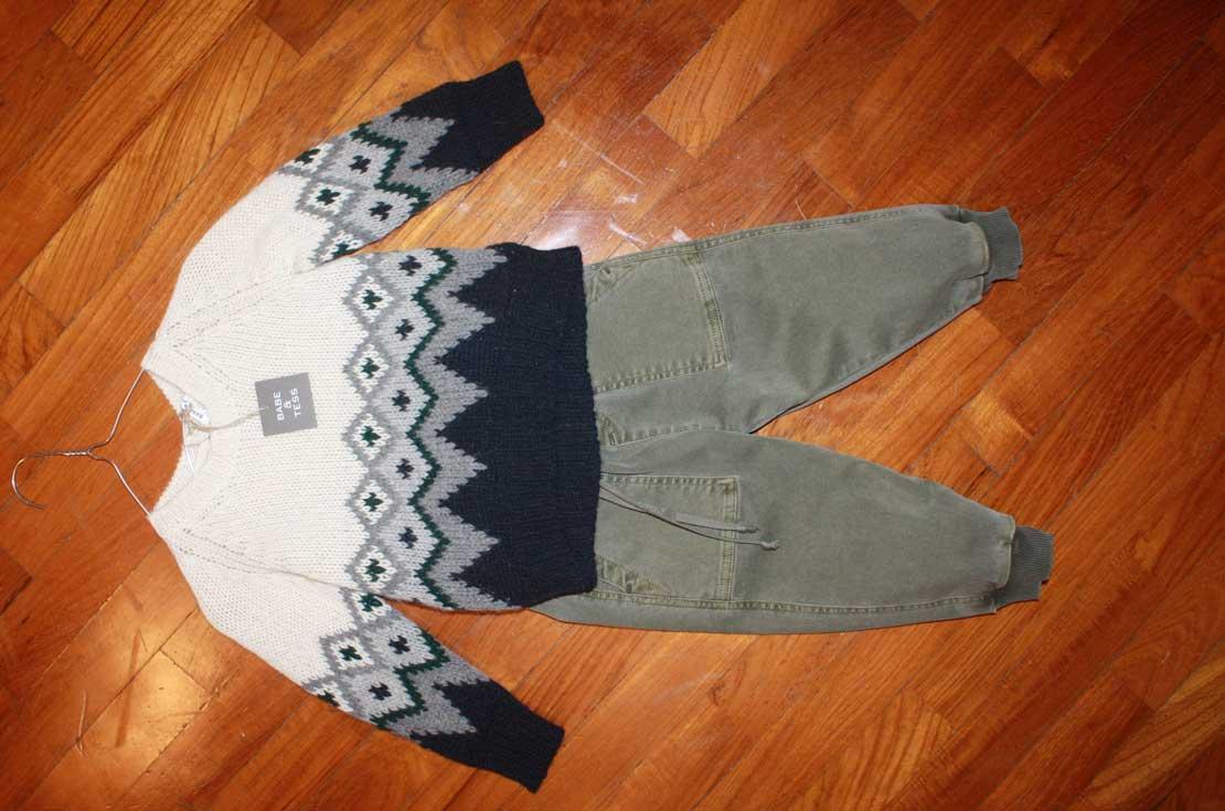completo bambino da 3 a 8 anni firmato Bebe & Tess maglioncino in lana stampa jaquard e pantaloni militare
