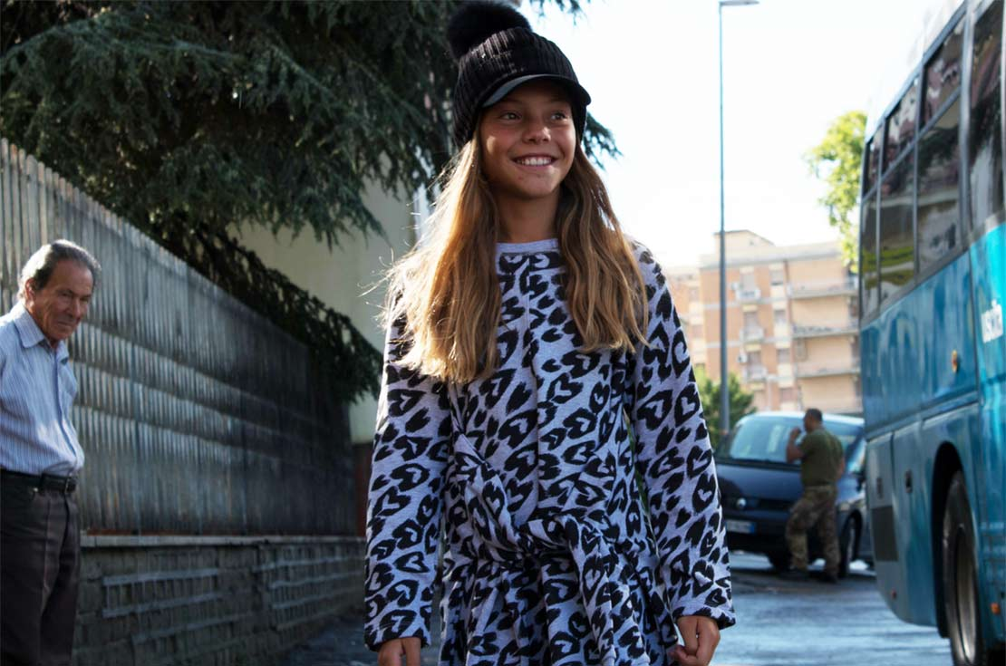 Stella McCartney abito in felpa stampa cuori con maniche alla vita - annameglio.com shop online